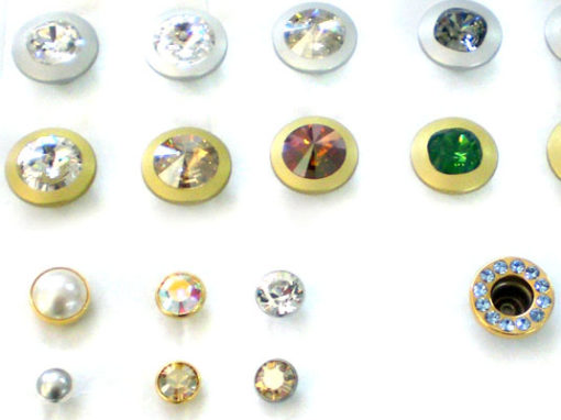 Eyelets and pressure buttons
